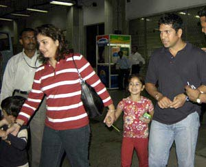 sachin tendulkar with his wife and children