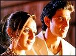 Esha Deol and Hrithik Roshan in Na Tum Jaano Na Hum