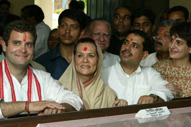Family gathering: Robert Vadra with Priyanka, Rahul and Sonia Gandhi