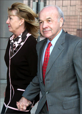 Enron CEO Ken Lay and wife Linda return after lunch recess to federal court in Houston, Texas, February 8, 2006.
