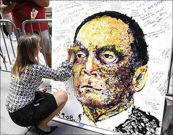 A Lehman Brothers Holdings Inc employee writes a message on a portrait of Dick Fuld in New York.