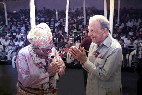 An old photograph of Russi Mody with JRD Tata.