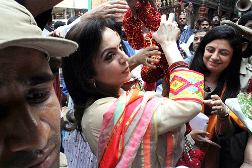 Nita Ambani offers puja at Hyderabad temple