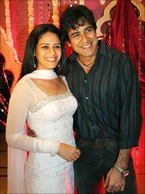 Karan oberoi and mona singh dating