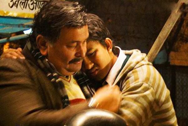 Rishi Kapoor and Archit Krishna in Do Dooni Chaar