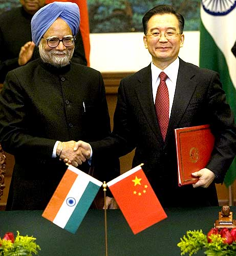 Manmohan Singh and Chinese Premier Wen Jiabao. A file picture.