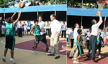 Roemer plays basketball in Nagpada, Mumbai
