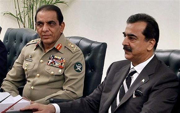 Pakistan Army chief Gen Ashfaq Parvez Kayani with PM Yousuf Raza Gilani