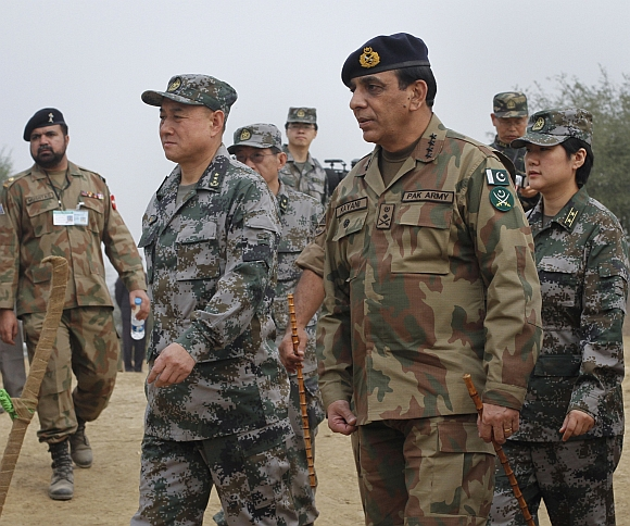 Pakistani Army Chief General Ashfaq Kayani walks with Chinese General Hou Shusen, the deputy chief of general staff of the Chinese People's Liberation Army