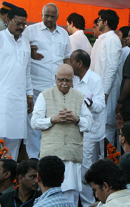 NCP chief and Union Agriculture Minister Sharad Pawar and senior BJP leader L K Advani after paying their last respects to Thackeray at Shivaji Park on Sunday