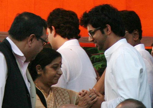 Leader of Opposition in Lok Sabha Sushma Swaraj seen consoling Bal Thackeray's grandson Aditya at Shivaji Park on Sunday