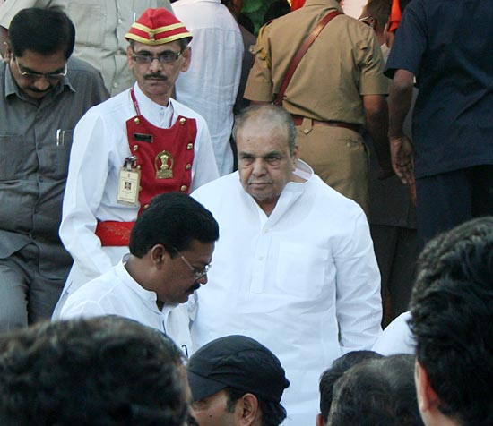 Politicians, actors at Bal Thackeray's funeral