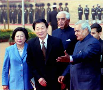 Then prime minister Atal Bihari Vajpayee with his Chinese counterpart Zhu Rongji and his wife, Lao An, at the ceremonial reception in New Delhi, January 16, 2002. Photograph: Sondeep Shankar/Saab Press