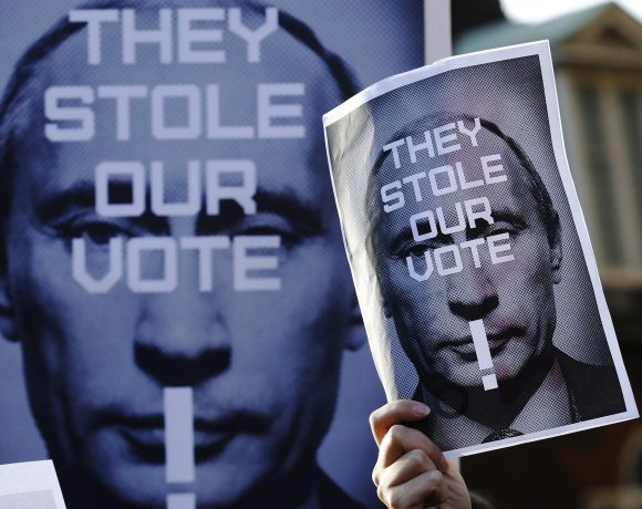 Russian residents in Britain protest against Putin outside   the Houses of Parliament in London