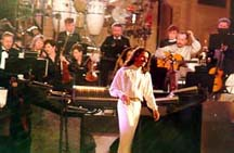 Rediff on the NeT: Yanni lives up to his billing at the Taj